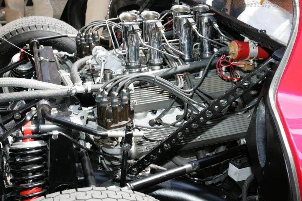 Scuderia-Campidoglio-Alfa-Romeo-33-Stradale_07
