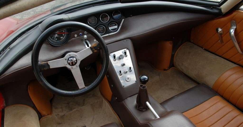 """Una versione di cruscotto e plancia della Alfa Romeo 33 """"Stradale"""""""